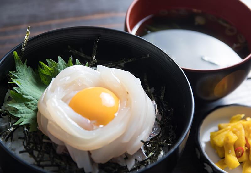イカ玉子丼